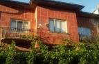 Двуетажна къща с двор на тихо и спокойно място