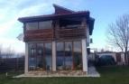 Нова къща с двор в кв.Струмско