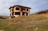 Еднофамилна къща с дворно място до град Благоевград