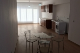 Просторен апартамент под наем в широк център
