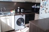 Стилно обзаведен двустаен апартамент над механа Македония
